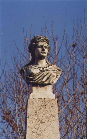 La Marianne de la fontaine d'Aups - photo Gilbert Suzan