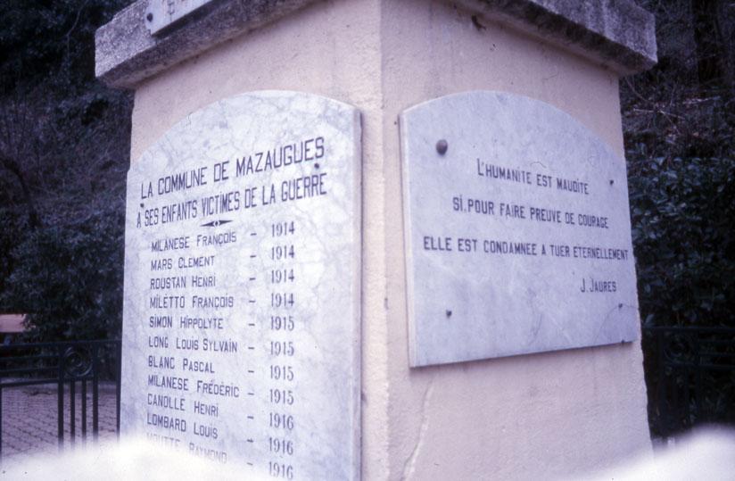 Le monument aux morts de Mazaugues (photo Jean-Marie Guillon)