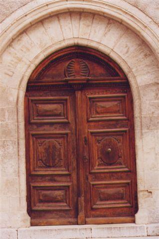 L'église de La Roquebrussanne - photo Gilbert Suzan